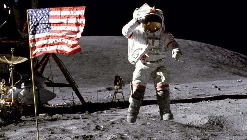 """NASA не смогло объяснить, почему у них """"отвалился кусок Луны"""""""