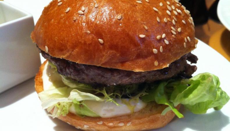 Гамбургер с мраморной говядиной