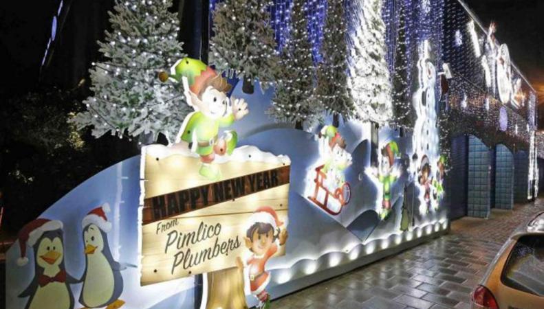 рождественская инсталляция Pimlico Plumbers