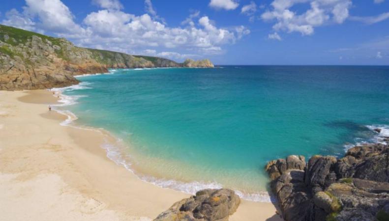 Британцы могут загорать на очень красивых пляжах