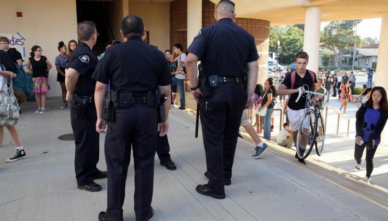 Полиция США в школе