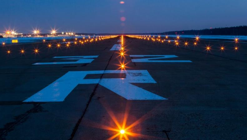 Посадочная полоса в аэропорту