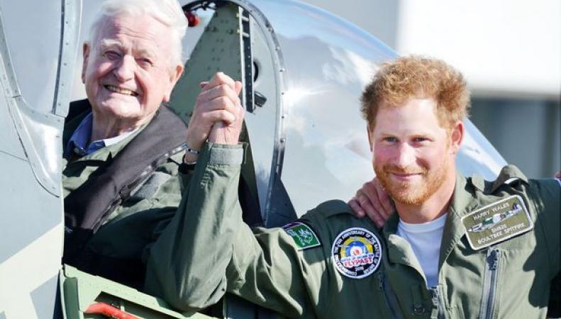 принц Гарри и ветеран авиации