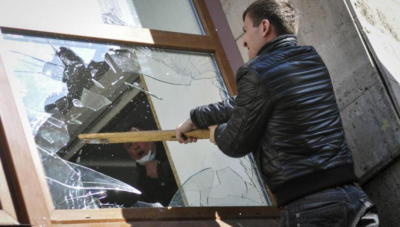 Донецкая народная республика: на западе ДНР - погромы