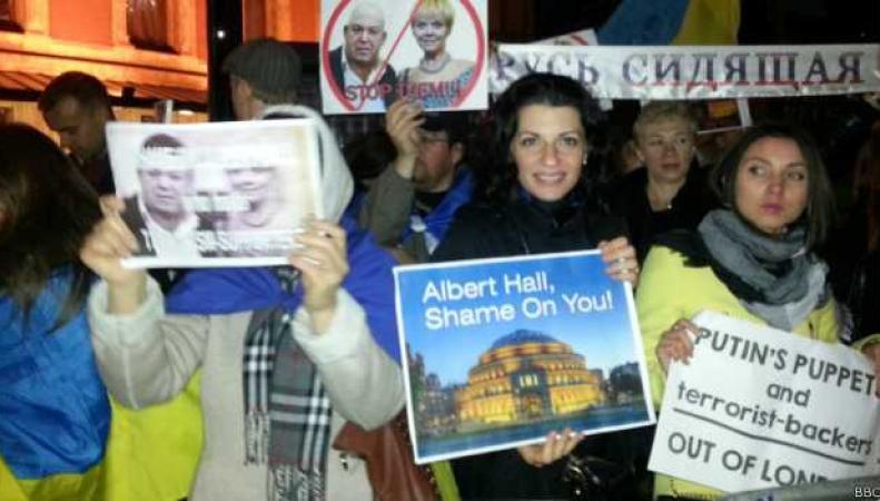 Протестующие против концерта Валерии в Лондоне