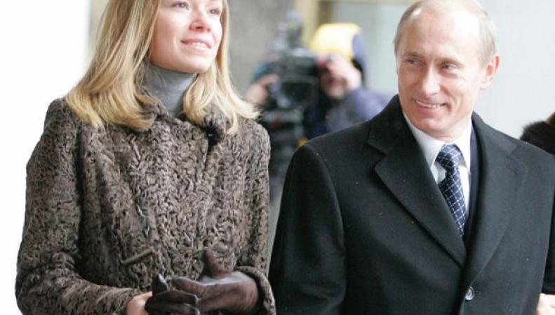 Путин с неизвестной девушкой