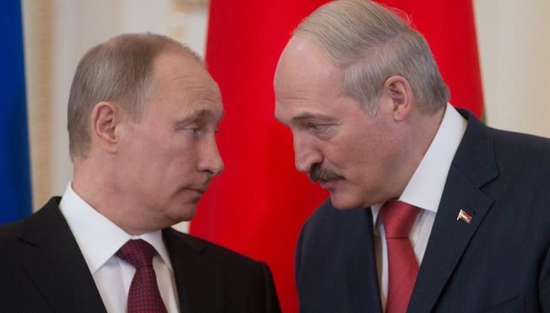 Странная встреча в Кремле: Путин и Лукашенко улыбались и помалкивали