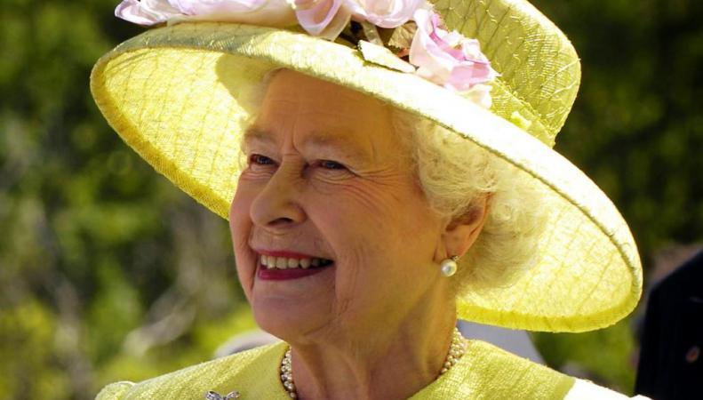 Королева Великобритании наградила экс-руководителя контрразведки Орденом Подвязки