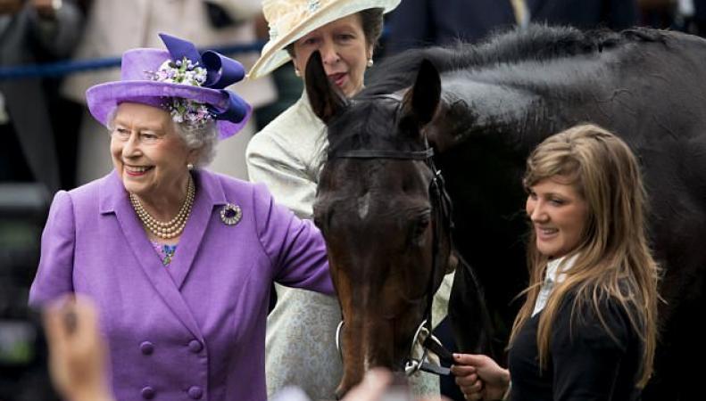 королева Елизавета и принцесса Анна на скачках