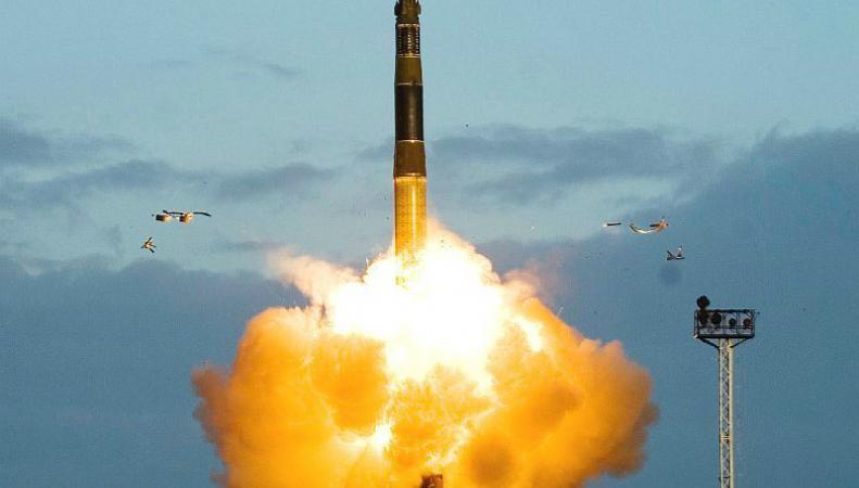 КНДР запустила 3 ракеты в акваторию Японского моря