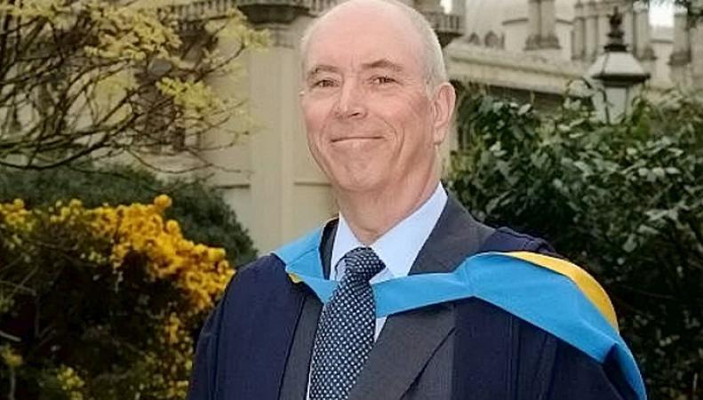 Британец окончил университет через 35 лет после поступления