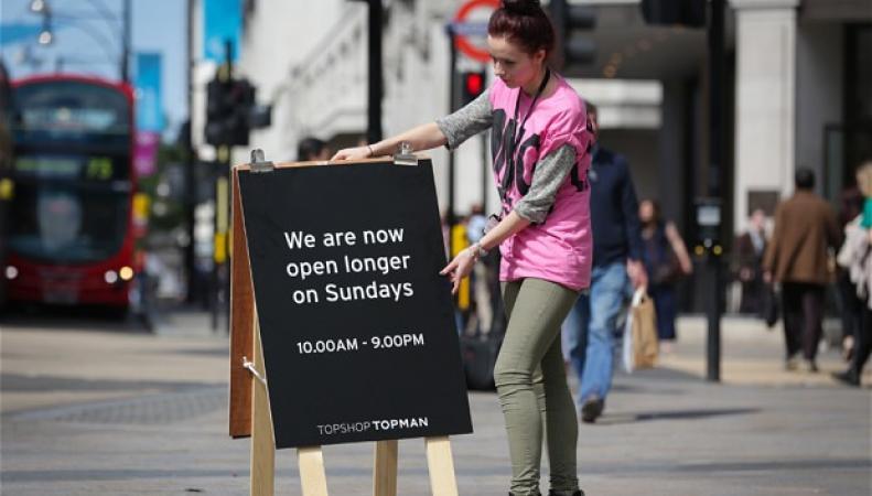 часы работы магазинов в Великобритании