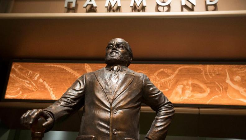 Памятник Джону Хэммонду