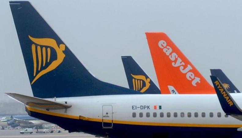 самолеты Ryanair и EasyJet