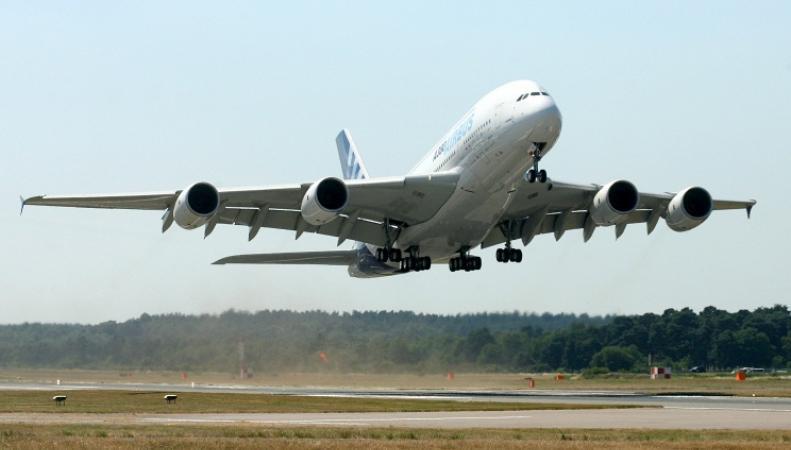 Пассажирский самолет, приземление
