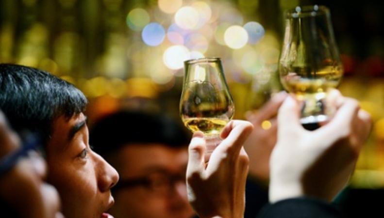 продажи виски в Азии