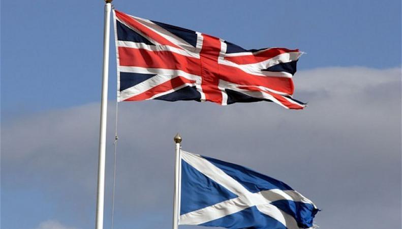Флаги Великобритании и Шотландии