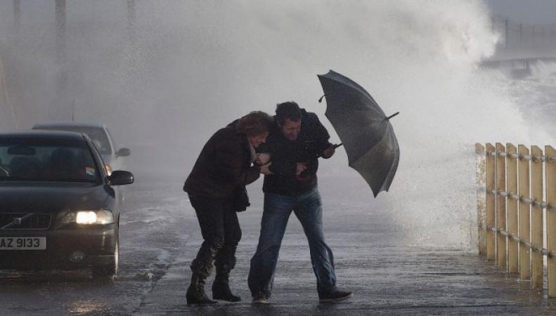 штормовое предупреждение для Ирландии и Шотландии