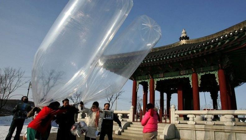 В КНДР снова полетели воздушные шары от южнокорейских активистов,  http://www.bugaga.ru