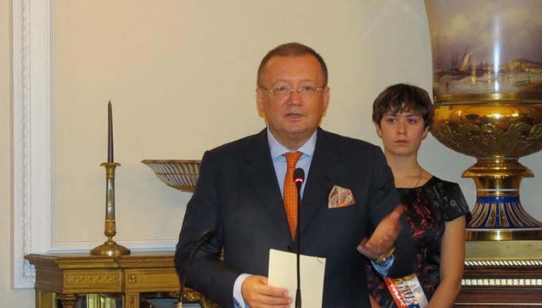 В российском Посольстве вручили сертификаты выпускникам школы «Знание»