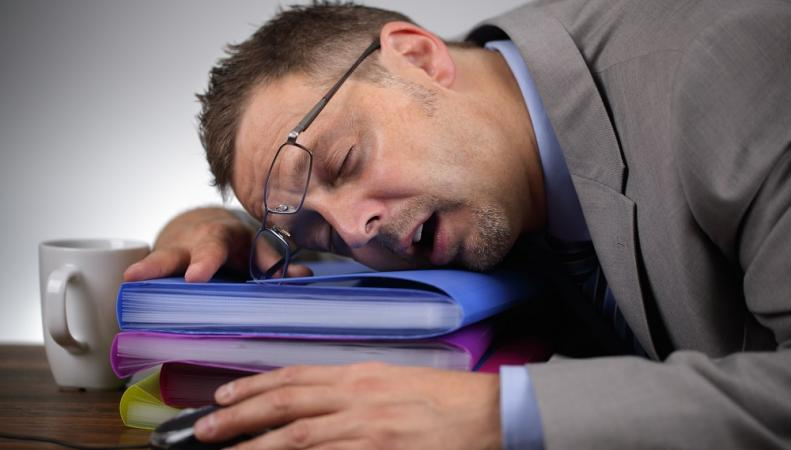 Рабочий день с 9 до 5 вредит здоровью, - британский академик