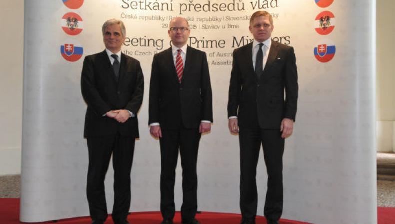 Канцлер Австрии: кризис на Украине требует переговоров, а не санкций