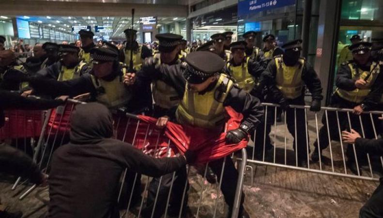акция протеста на вокзале Сент-Панкрас