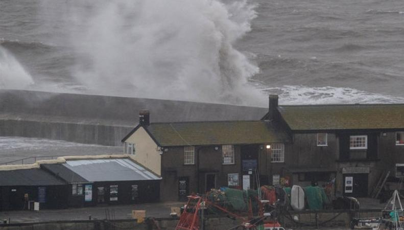 шторм на побережье