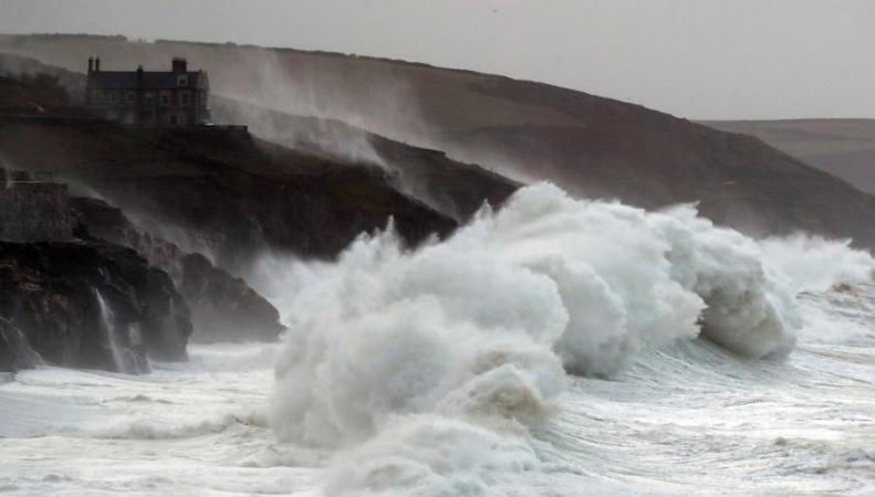 шторм Брайан в Уэльсе