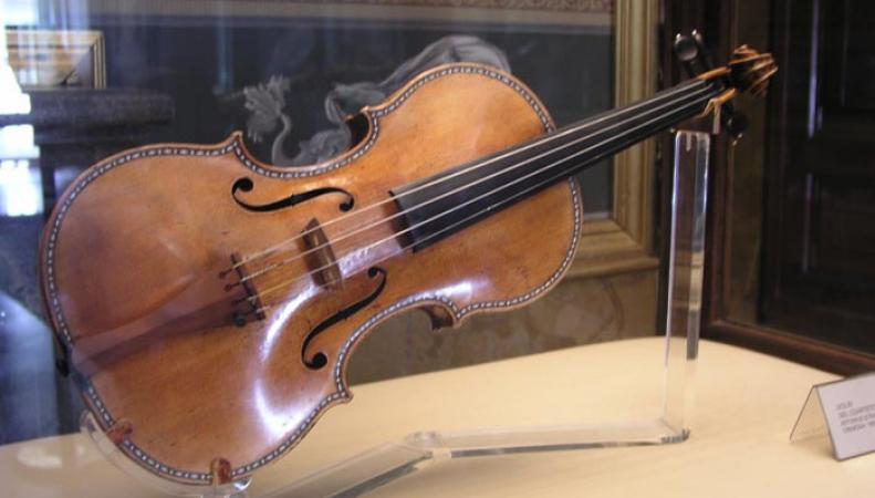 В Лондоне на аукционе скрипку Страдивари продали за 1 млн долларов