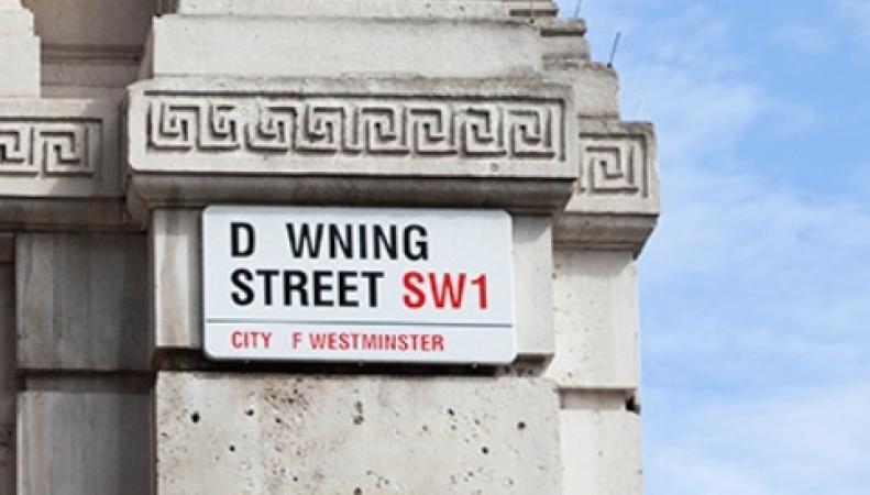 Знак на Даунинг-стрит потерял букву 'o '