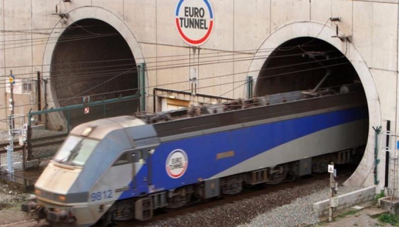 поезд входит в Евротуннель