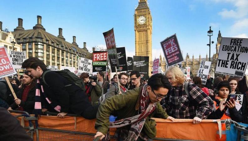 Акция протеста студентов в Лондоне
