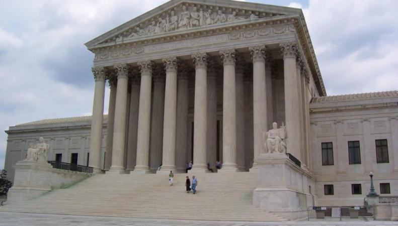 Бизнес-монополия юристов из США и Великобритании