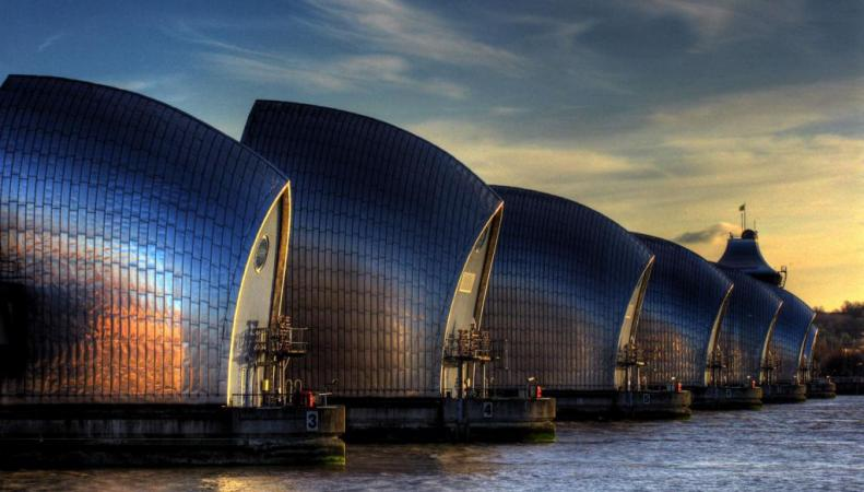 Плотина Thames Barrier