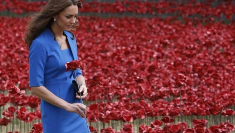 Герцогиня Кэтрин на открытии мемориала в замке Тауэр