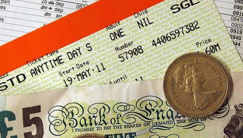 наличные фунты и билеты