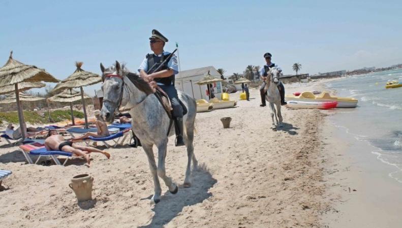 В Тунисе введено на месяц чрезвычайное положеие