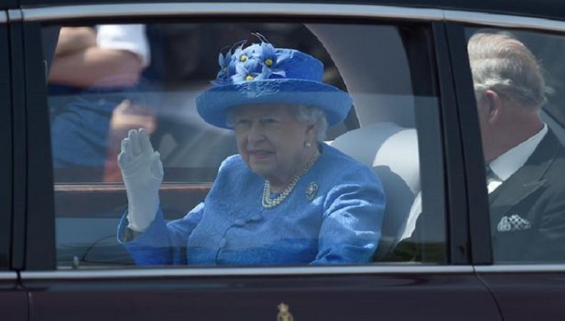 Британские СМИ сообщили о планах королевы по передаче власти