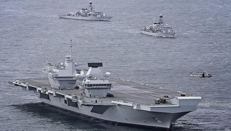 Британия усилит охрану авианосца после инцидента с беспилотником