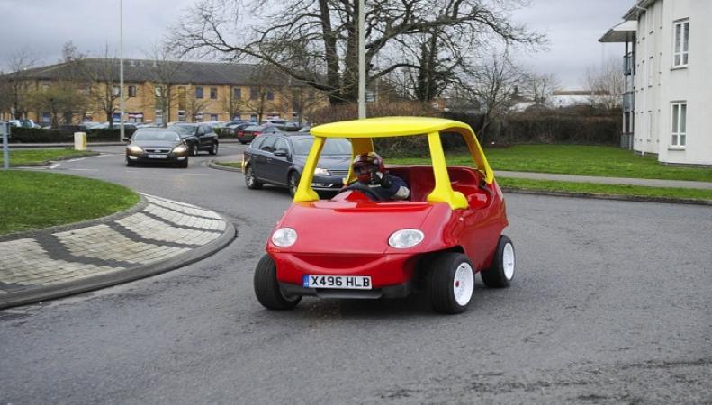 """""""Игрушечный автомобиль"""" был замечен на автомагистрали M6 в Уорикшире"""