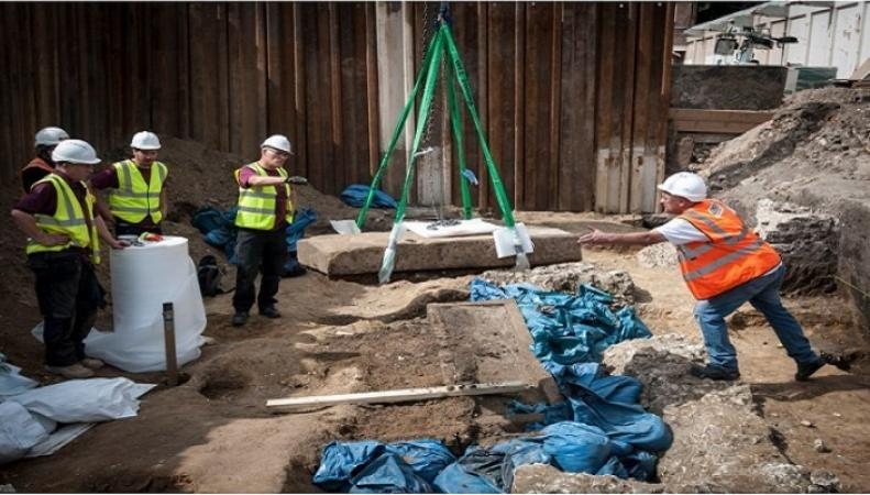 В центре Лондона откопали древнеримский саркофаг