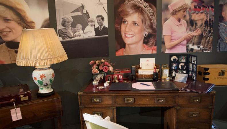 Подарки Елизавете II и вещи принцессы Дианы выставят в Лондоне
