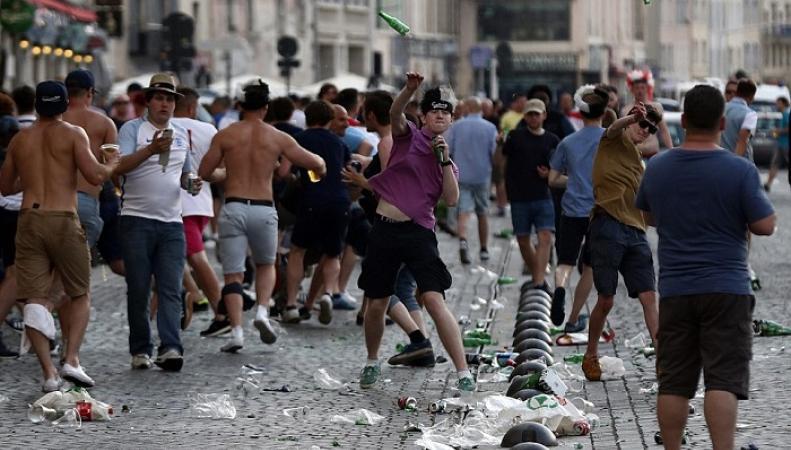 столкновения болельщиков в Марселе