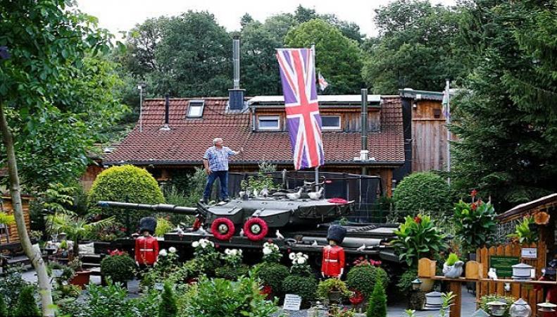 """Английский эмигрант  превратил свой сад в немецком городе в """"маленькую Британию"""""""