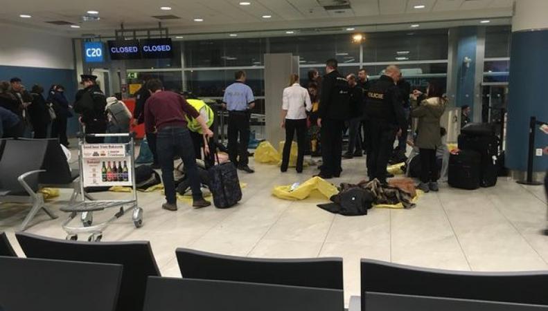 Рейс самолета из Манчестера задержан в Праге из-за угрозы теракта