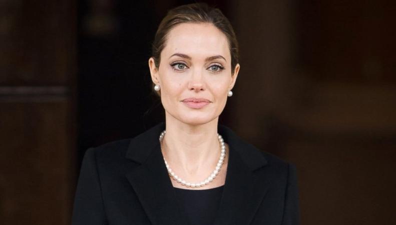 Анджелина Джоли стала преподавателем Лондонской школы экономики