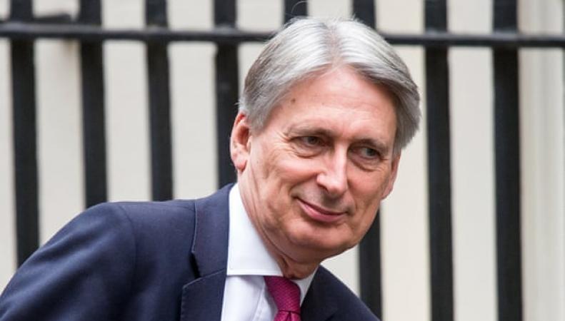 Филипп Хэммонд пообещал бизнесу снять жесткий Брекзит с повестки дня