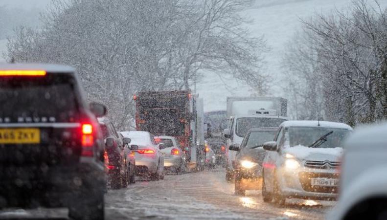 Метеобюро Британии объявило штормовое предупреждение на выходные фото:mirror.co.uk