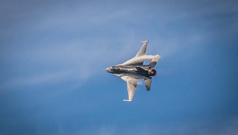Британские СМИ опубликовали кадры боя Су-27 и F-16